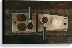 Beige KuijsFotoprint Canvas - Gemalen Koffiebonen en Koffie op een Plankje - 60x40cm Foto op Canvas Schilderij (Wanddecoratie op Canvas)