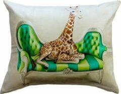Beige Wildlife at Leisure Giraffe Kussenhoes - WhimsicalCollection - Katoen / Linnen 50 x 60 cm kussenhoes met rits sluiting - Afrika - Wilde dieren - Kleed jouw huis of tuin prachtig aan met deze kussenhoes. Gemaakt in Zuid Afrika - Kussen niet inbegrepe