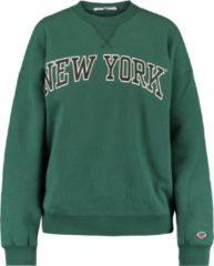 Groene America Today sweater Sue met tekst bottle green