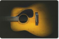 MousePadParadise Muismat Akoestische gitaar - Oude akoestische gitaar op een donkere achtergrond muismat rubber - 60x40 cm - Muismat met foto