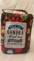 Groene History&heraldy Shopper bag dames met leuke tekst DEZE TAS IS VAN SANDRA ALTIJD LIEF DAADKRACHTIG EN SPONTAAN winkeltasje Wordt geleverd in cellofaan met linten