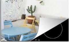 KitchenYeah Luxe inductie beschermer Terras - 78x52 cm - Kleurrijke stoelen op een terras - afdekplaat voor kookplaat - 3mm dik inductie bescherming - inductiebeschermer