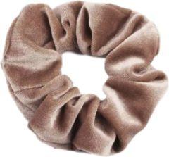 Kraagjeskopen.nl Scrunchie - 1 stuk - velvet - haarwokkel - haarelastiek - lichtbruin - velvet scrunchies
