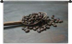 1001Tapestries Wandkleed Pollepel - Koffiebonen in een houten pollepel Wandkleed katoen 120x80 cm - Wandtapijt met foto