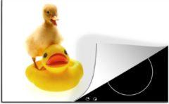 KitchenYeah Luxe inductie beschermer Baby eend op witte achtergrond - 80x52 cm - Baby eend op bad eenden - afdekplaat voor kookplaat - 3mm dik inductie bescherming - inductiebeschermer