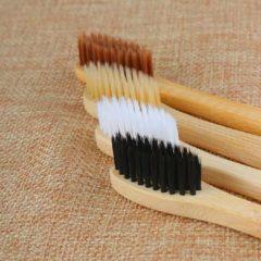 Bruine Jocabee-bamboo Bamboe tandenborstel - Bamboo toothbrush - Biologisch afbreekbaar - Eco-vriendelijk - Set van 4 tandenborstels - Ook voor gevoelig tandvlees - duurzame tandenborstel