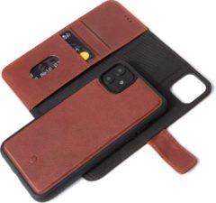 DECODED Detachable Book Case, 2-in-1 Full Grain Leren Wallet-case iPhone 11, Afneembare magnetische cover, Wallet met 3 kaartvakken, Schokbestendig, Flip case voor iPhone 11 - [ Kaneelbruin ]