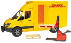 Gele Bruder 02534 - Mercedes-Benz Sprinter DHL met palletwagen en twee pallets - Speelset