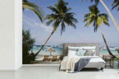 Nr1Wallpaper Fotobehang vinyl - Palmbomen en ligstoelen op het strand van Boracay breedte 525 cm x hoogte 350 cm - Foto print op behang (in 7 formaten beschikbaar)