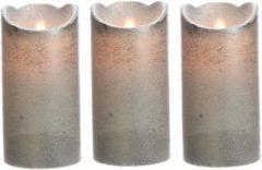Merkloos / Sans marque 3x LED kaars/stompkaars zilver 15 cm flakkerend - Kerst diner tafeldecoratie - Home deco kaarsen 3 stuks