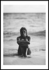 Witte Girl At The Beach Poster (21x29,7cm) - Tropisch - Poster - Print - Wallified - Natuur - Poster - Print - Wallified