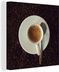 OneMillionCanvasses Canvas Schilderij Espresso - Kopje espresso op koffiebonen canvas - 50x50 cm - Foto print op Canvas schilderij (wanddecoratie woonkamer / slaapkamer)