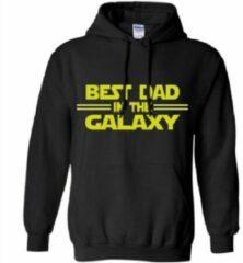 Zwarte Fruit of the Loom Hoodie sweater | best dad in the galaxy | verjaardag of vaderdag | black yellow | maat smal