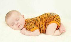 Oranje Svenny Baby Rompertje 56