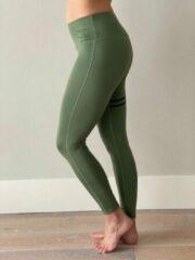 Ultimate Fit - Olijfgroene sportlegging, yoga broek met opgedrukte zwarte strepen.