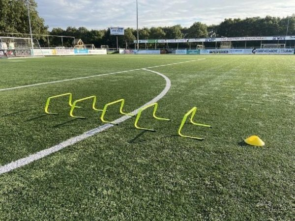 Afbeelding van Gele Ciclón Sports hordenset - Draagtas met 5 horden voor sport, training en voetbal - 23 cm hoogte