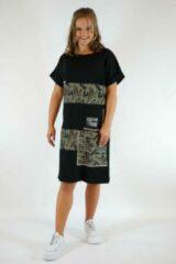Merkloos / Sans marque La Pèra Zwart- Legergroene Jerseyjurk SNT T-Shirt jurk legerprint Dames- Maat XS