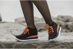 Ewoll Dames Sneaker met hoge zool en elastische sluiting - zwart/oranje - Maat 38