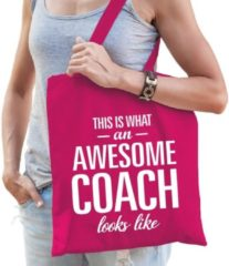 Shoppartners Kado tas This is what an awesome coach looks like fuchsia roze katoen - cadeau voor coaches