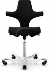 Werkstoel Hag Capisco 8106 - Stof Zwart EXR009 - Frame Aluminium - Gaslift 200 mm Middel - Rubber wielen