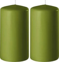 Enlightening Candles 2x Olijf groene cilinderkaarsen/stompkaarsen 6 x 15 cm 58 branduren - Geurloze kaarsen olijf groen - Woondecoraties