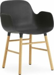 Zwarte Normann Copenhagen Form Armchair stoel met eiken onderstel
