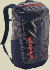 Patagonia Black Hole Pack 25L Tagesrucksack Volumen 25 navy blue w/paintbrush red