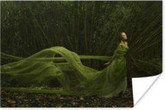 PosterMonkey Sprookjesachtige vrouw met groene jurk poster papier 60x40 cm - Foto print op Poster (wanddecoratie woonkamer / slaapkamer)