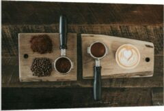 Beige KuijsFotoprint Forex - Gemalen Koffiebonen en Koffie op een Plankje - 120x80cm Foto op Forex