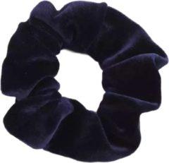 Marineblauwe Kraagjeskopen.nl Scrunchie - 1 stuk - velvet - haarwokkel - haarelastiek - navy blauw - velvet scrunchies