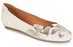 Witte Ballerina's Betty London ERUNE