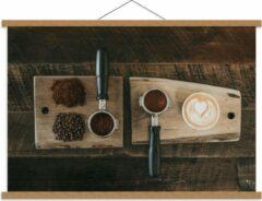 Beige KuijsFotoprint Schoolplaat – Gemalen Koffiebonen en Koffie op een Plankje - 90x60cm Foto op Textielposter (Wanddecoratie op Schoolplaat)