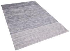 Beliani Tapijt grijs 140x200 cm laagpolig KAPAKLI