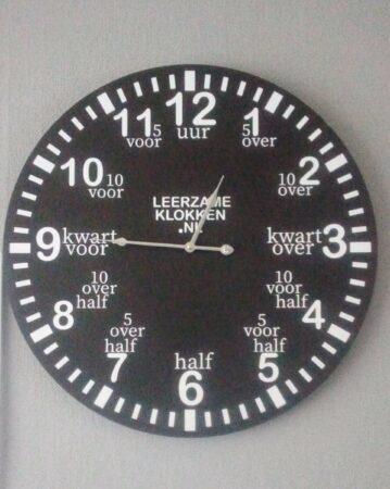 Afbeelding van Witte Leerzameklokken.nl Leer klokkijken-leerzame klok- wandklok 60 cm zwart