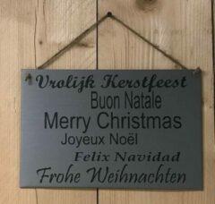 't Zinkhuysje Zinken tekstbord vrolijk kerstfeest in verschillende talen licht grijs 20x30 cm.