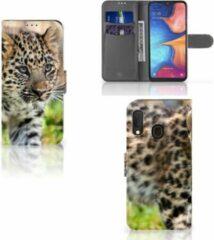 Witte Samsung Galaxy A20e Telefoonhoesje met Pasjes Baby Luipaard