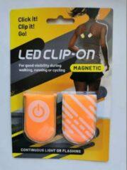Gele Mascot Europe Clip-on Reflectie licht met Magneet CR2032 include- LED-Handig - Veiligheid - Zichtbaarheid - voor Buiten Sport en Wandel met Huisdier - 2 stuks per zet-Oranje