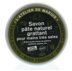 'L atelier de marius Zwarte zeepscrub met gemalen olijfpitten Gemalen
