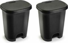 Forte Plastics Set van 2x stuks kunststof afvalemmers/vuilnisemmers/pedaalemmers in het zwart van 18 liter met deksel en pedaal. 33 x 28 x 40 cm.