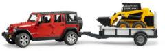 Creme witte Bruder Jeep Wrangler Unlimited Rubicon met eenassige aanhanger met CAT kompactlader