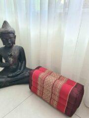 Bordeauxrode DeSfeerbrenger Yoga blok - Traditionele Thaise Kapok Yoga Ondersteuning Blok Kussen - Meditatie Kussen rechthoek - 35x15x10cm - Burgundy rood