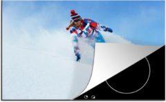 KitchenYeah Luxe inductie beschermer Snowboarden - 78x52 cm - Een sportieve vrouw maakt een scherpe bocht tijdens het snowboarden - afdekplaat voor kookplaat - 3mm dik inductie bescherming - inductiebeschermer