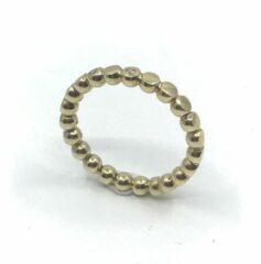 VanNienke® 14 karaat geel gouden pareldraad ring, 3mm doorsnede, afgevlakt met 3 briljant geslepen VSI F 1.5mm diamanten in ingewreven zetting (totaal 0.045ct).