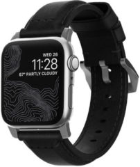 Nomad Traditioneel Apple Watch Bandje 42mm / 44mm - Zwart met zilveren gesp