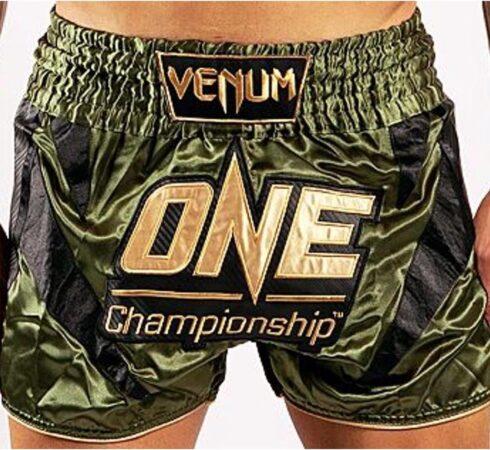 Afbeelding van Gouden Venum x ONE FC Muay Thai Short Khaki Gold Maat Venum Kickboks Muay Thai Shorts: XS - Kids 7/8 Jaar   Jeans maat 26