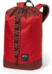 Rode Oakley Holbrook 23L. Cinch Pack/ Red Line