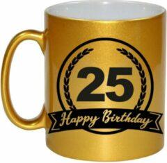 Goudkleurige Bellatio Decorations Gouden Happy Birthday 25 years cadeau mok / beker met wimpel - 330 ml - keramiek - verjaardags koffiemok / theebeker