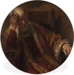WallCircle Wandcirkel Rembrandt van Rijn - Oude man in een leuningstoel - Schilderij van Rembrandt van Rijn - ⌀ 60 cm - rond schilderij - fotoprint op kunststof (forex) muurcirkel / wooncirkel / (wanddecoratie)