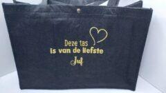 Gouden PuNa Cadeau Vilten Tas met Tekst: Deze tas is van de liefste Juf