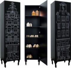 Kast Amsterdam Print Trapgevel. Kast van een Huis. 210/55/55 cm. Zwart met witte opdruk.